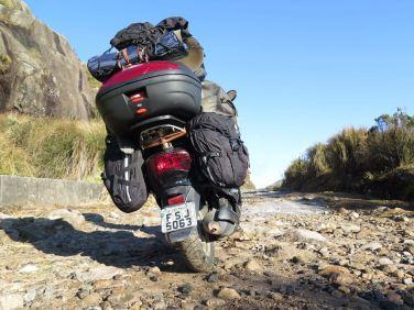 Andei 500 km por altas estradinhas off-road Inacreditável o desempenho da lambretinha. A motoca enfrentou frio extremo, com temperaturas de -9 graus Celsius. Foto: Alexandre Dupont.