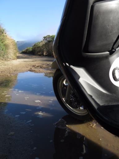 Pedra, lama, poças de água - esta é a no-road BR-485 na parte alta do Parque Nacional do Itatiaia. Foto: Alexandre Dupont.