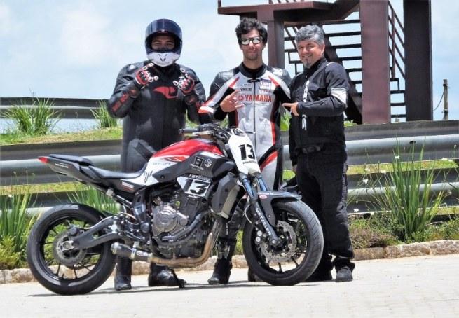 Repórter Folha José Luis Leme, Rafa Paschoalin e Marcio C. Viana, Moto.com.br. Foto: Marcel Mano