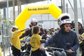 A partir do pórtico o motociclo devia ser conduzido desligado para a inspeção.