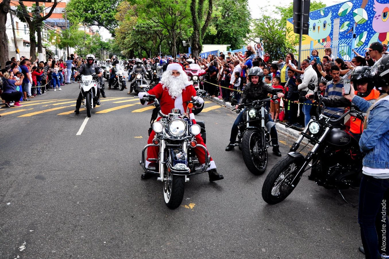 Papai Noel motociclista presenteia amanhã mais de 2 mil crianças da APAE-SP