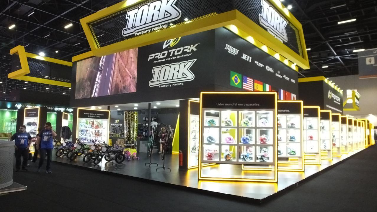 Pro Tork anunciou novos capacetes, pneus e escapamentos no Salão Duas Rodas